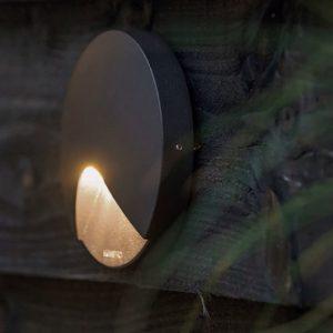 Spot de lumière pour éclairage extérieur du balcon ou du jardin à Gex. Par votre paysagiste