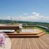 Aménagemen dun balcon en attique à gex. Paysagiste-pays-de-gex. Spa, cascade, fontaine, terrasse bois. BALCON déco jardin